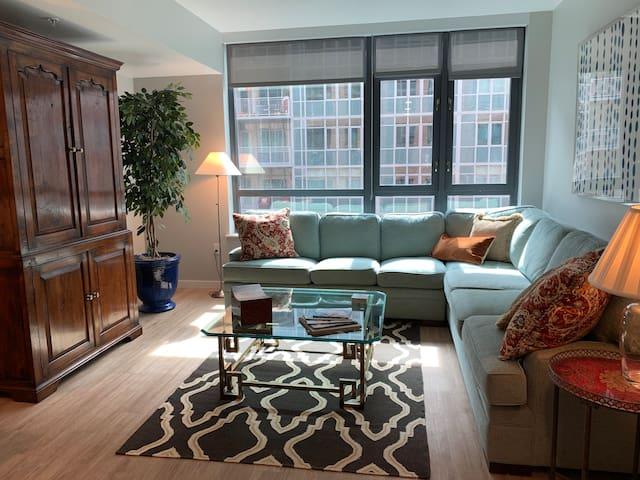 Luxury, Urban One Bedroom/Gym/Pool/Whole Foods