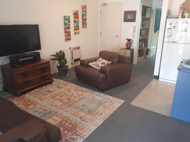 Clean, Tidy One Bedroom Apartment Central Location