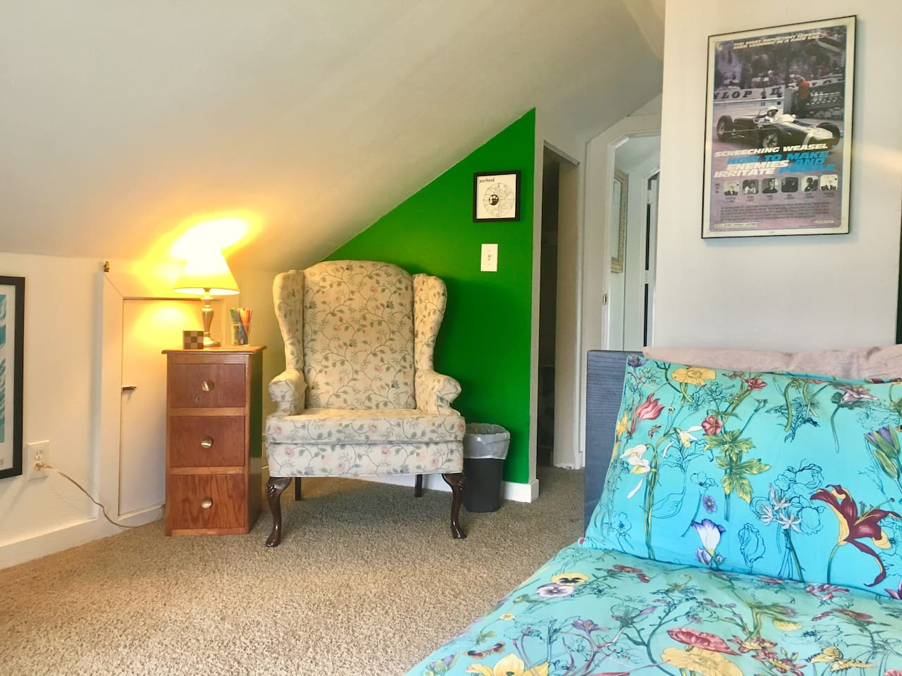 Here's the lovely green room! Let's take a look around!