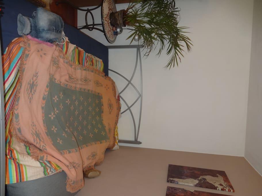 Bett 1,40m breit für ein Pärchen oder Freunde ;)