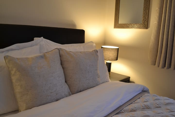 ★ Luxury quiet double ★ en-suite & free breakfast