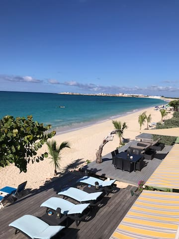 Enjoy Beach Front View & Caribbean Sea Breeze
