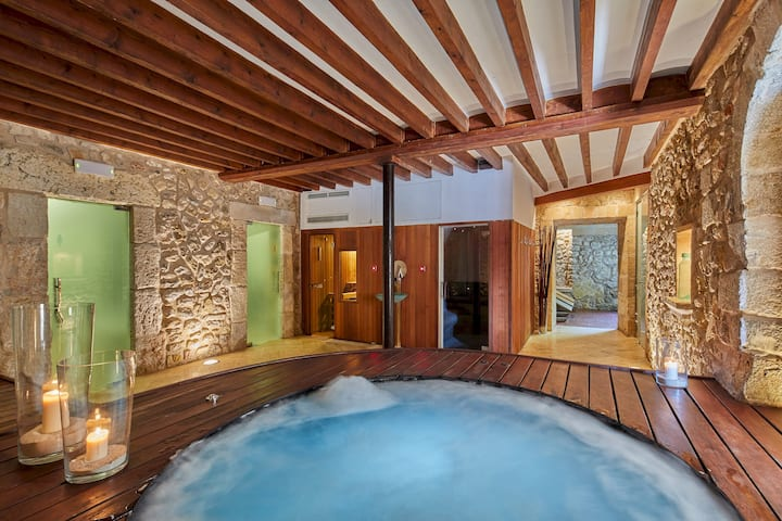 Adults Only - Design room with jacuzzi & shared pool in a small boutique hotel with SPA