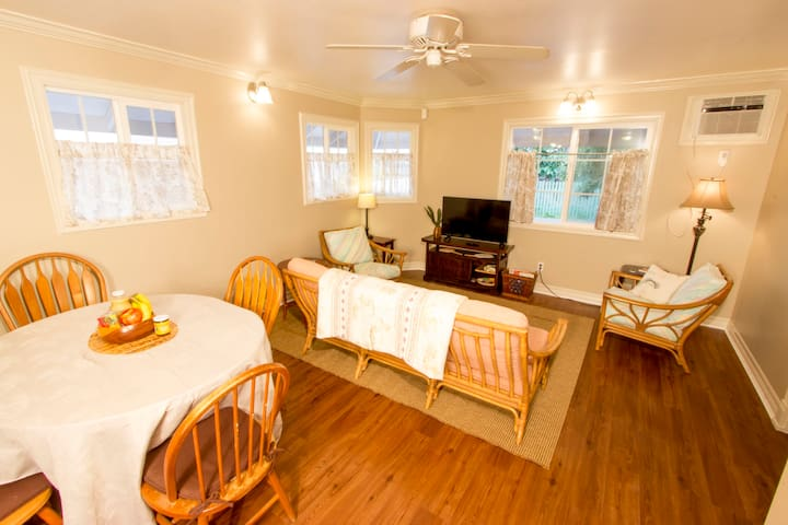 1BR Private Home; Walk into Heart of Lahaina Town!