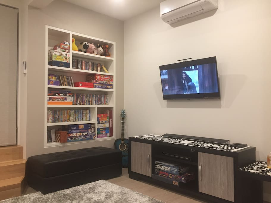 """40"""" LCD flat screen TV, DVD/Bluray player, PS2 console, blue tooth sound bar/ stereo/ games etc"""