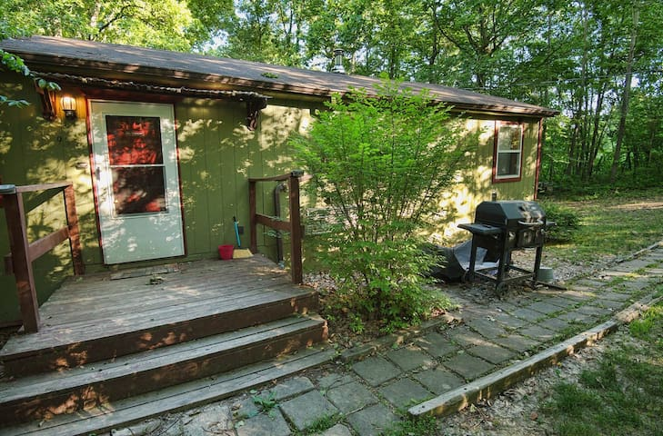 Secluded 3BD Cabin on private 80 acres