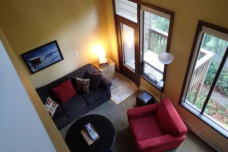 Light and Airy!  2 bdrm Condo with indoor pools! - Lejlighed
