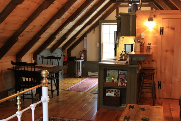 Rustic Barn Studio Apartment - Canaan