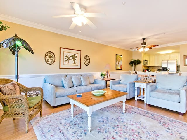Mediteranean Style Condo with Pool View with Community Pool and 30 Yards to the Main Beach - Brass Rail 114