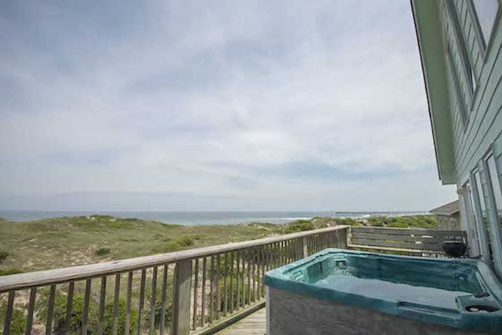 Spacious Oceanfront with Hot Tub and Game Room