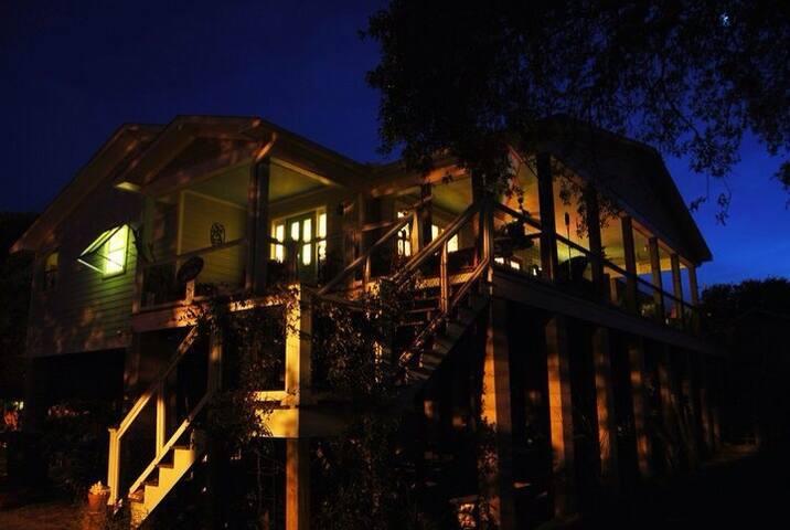 "Wing  in ""Cattywumpass Cottage"" - Isle of Palms - Ev"