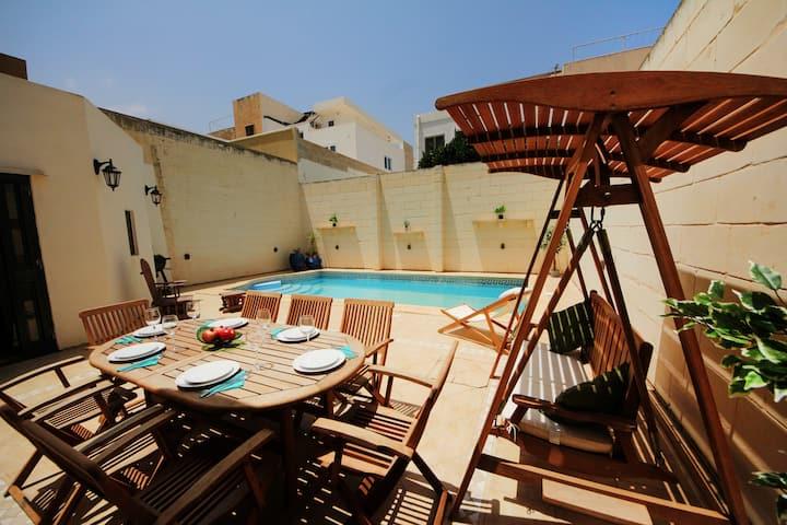 Zen villa with pool close to the sea
