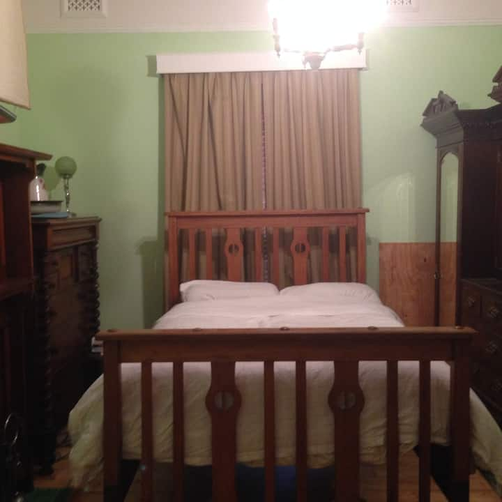 Ivanhoe Double Upstairs Bedroom 1 near Austin