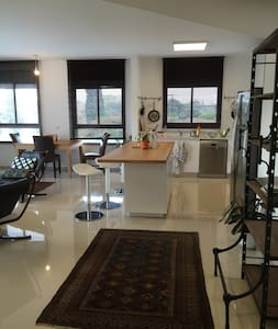 Raanan 4 bedrooms 12 minutes from beach