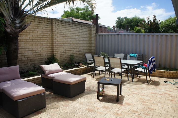 Private room in a great location! - North Perth - House