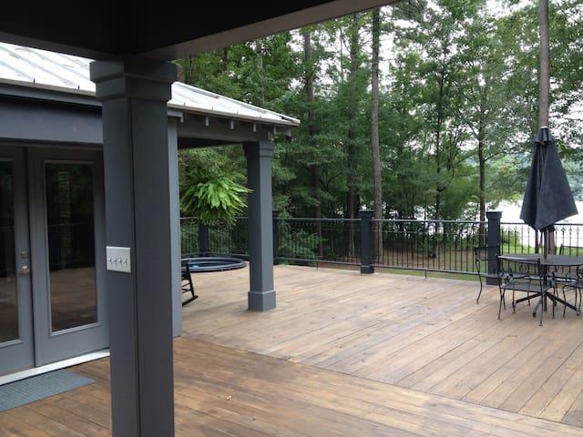Private Lakeside Cabin - Summit