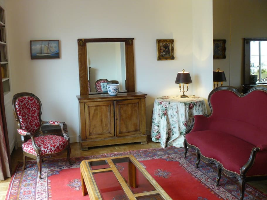 Traditional Parisian living room