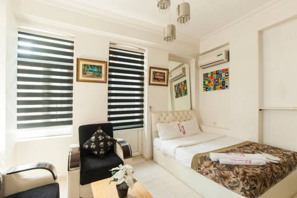 Uniquely decorated  this stylish suite has a full kitchen, seat area, and a private bathroom with free toiletries. Room Facilities: City view, Telephone, Satellite channels, Flat-screen TV,
