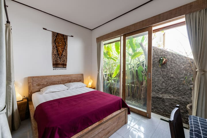 cheap guest house in ubud , friendly host BALENI 1