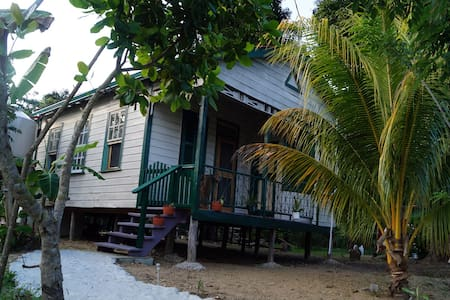 Wagunda House - back to the roots - Dangriga
