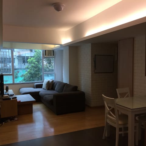Spacious 1,000 sq ft apt in Central