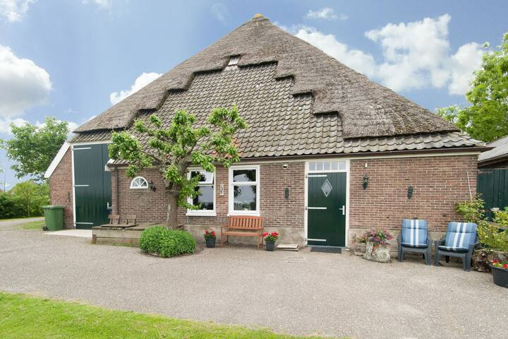 Apartment in a farmhouse in the heart of the Burgerbrug polder landscape