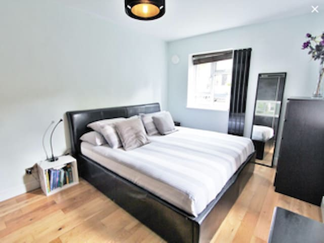 Large Double Bedroom+Private Bathroom+Sky Tv