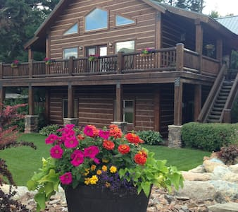Cozy Condo near Glacier National Park