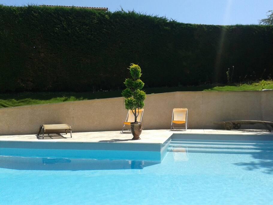 Maison 3 chambres avec piscine 9m maisons louer for Piscine coque polyester rhone alpes
