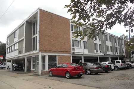 Large studio apartment with prime location - Ann Arbor