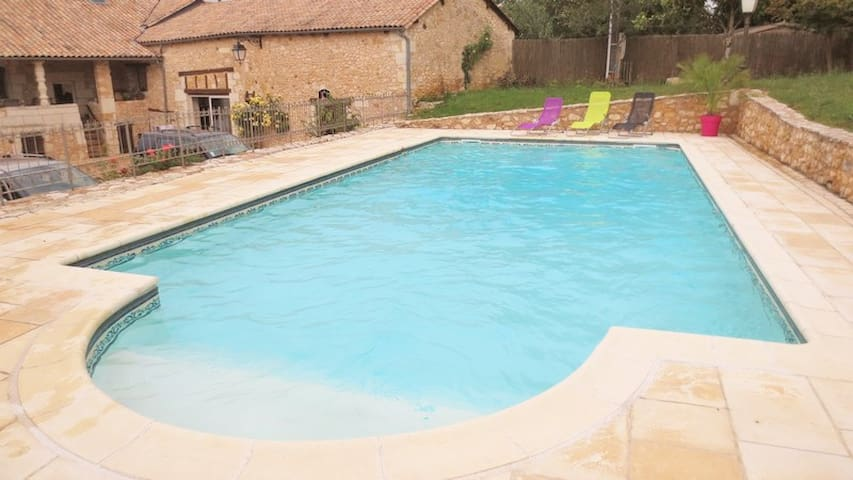 Gîte avec piscine en périgord - st amand de vergt - Ev