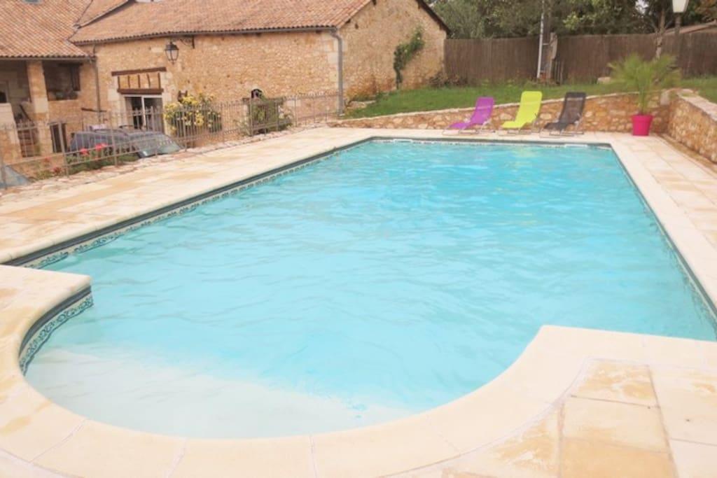 G te avec piscine en p rigord maisons louer st amand for Piscine saint amand