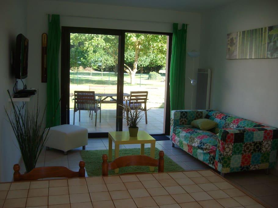 salon avec accès terrasse