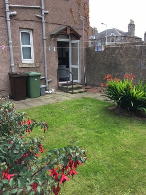 Private garden Space, excellent sun trap