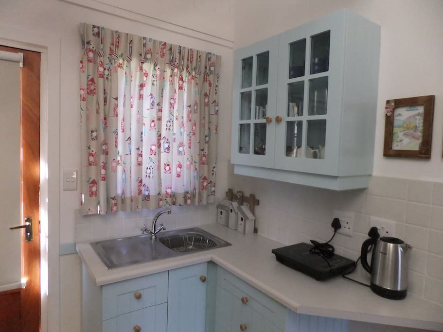 A fully equipped kitchen, with an induction plate, microwave, fridge and freezer, crockery, cutlery, etc.