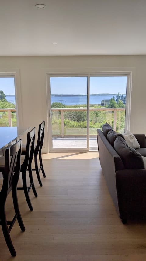 New Listing! Luxury home with amazing ocean views