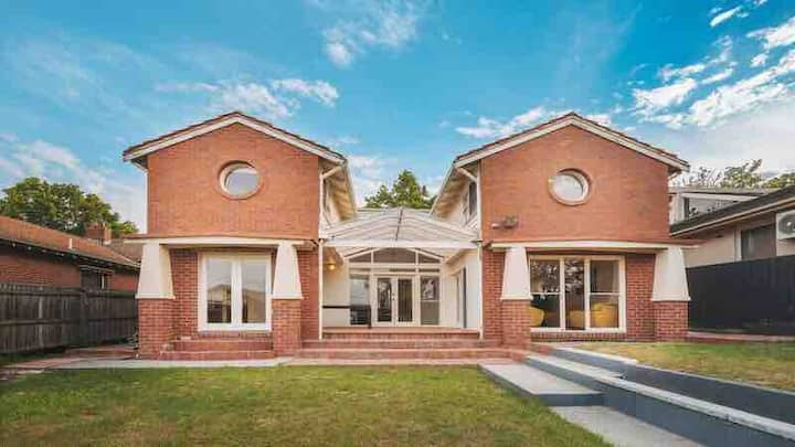 Camberwell 5Bedder 2Bath Huge Classy Family home