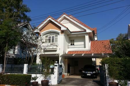 Cozy home stay in Bangkok area - Bangkok - Huis