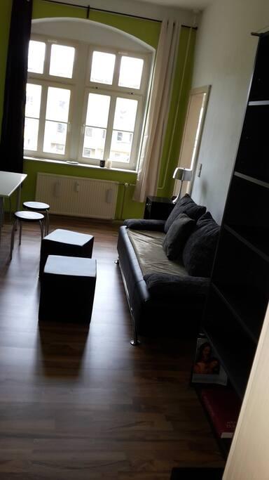 Zimmer mit Schlafcouch (max. 2 Personen), Tisch usw.