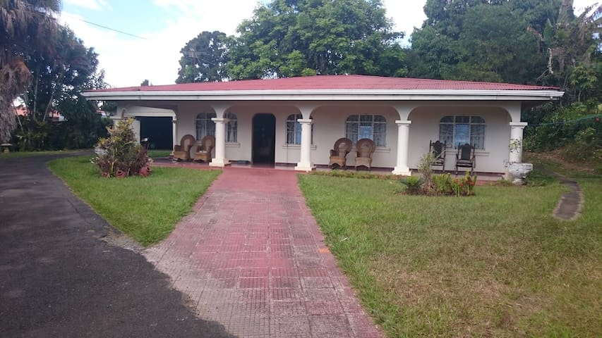 Casa de Arnoldo Quesada Castro