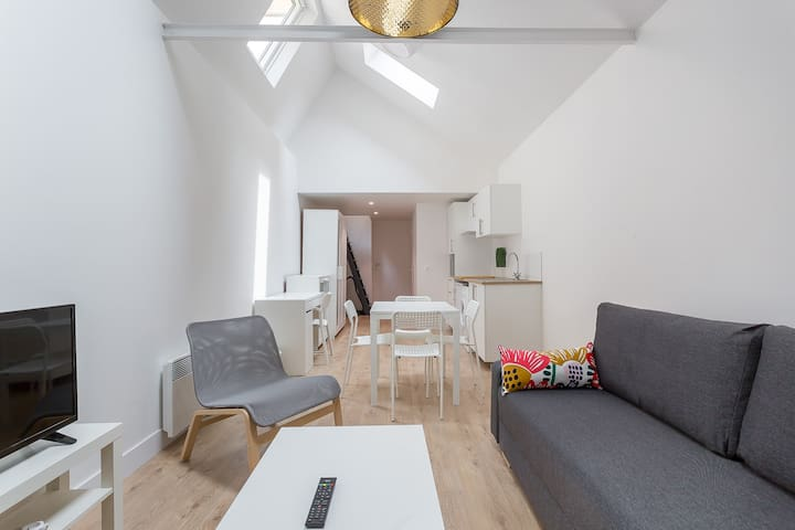 ❁ Modern and bright studio for 4 people ❁