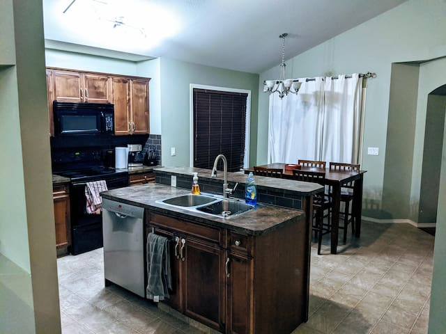 Full kitchen with movie theatre and Gym