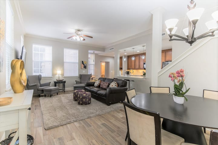 Beautiful & Spacious Townhome in Gorgeous Area
