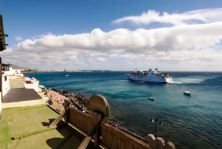 Sea Views Playa Blanca Main Center! - Playa Blanca - Daire