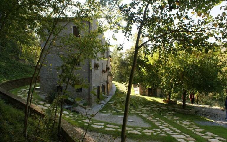 INTERA VILLA CON PISCINA E GIARDINO - Santa Vittoria In Matenano - Villa