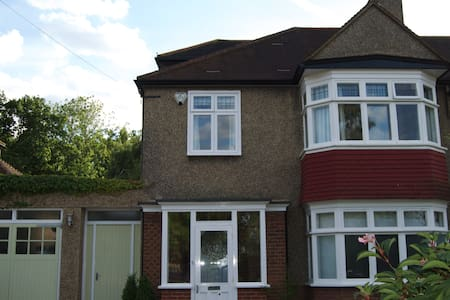 Teckle House - Twin Room  - Bromley
