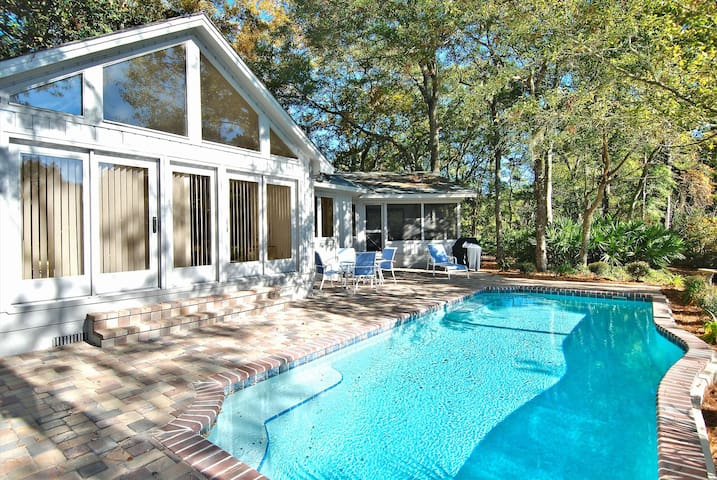 3 bedroom, 3 baths, single home located in a quiet corner of Hilton Head.