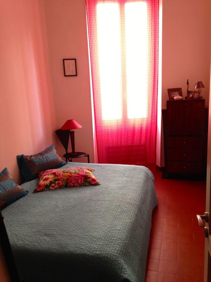 Chambre avec lit deux places. (draps fournis)