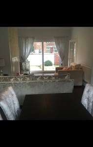 Entire home close to Manchester City Centre - Manchester - House