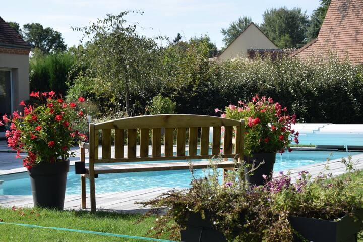 B&B dans belle maison avec piscine à 1H de PARIS